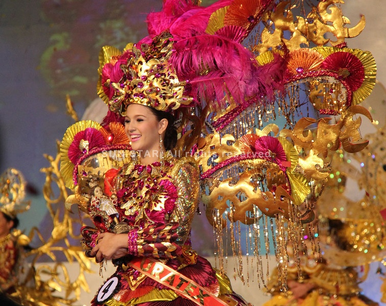 Dancing Sinulog Festival Queen 2013