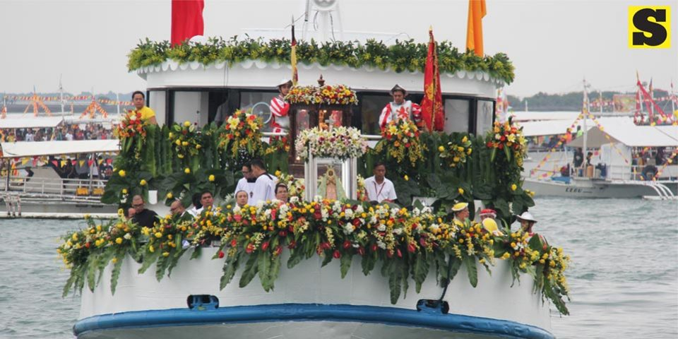 Fluvial-procession-photo